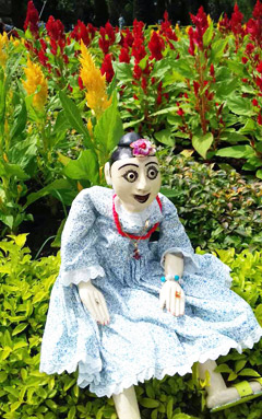 ミャンマーの伝統的な人形「モンモン」