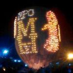 舞い上がるMHFのロゴ